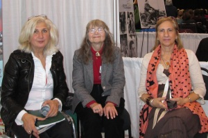 Sharon surrounded by authors Bianca and Bruna